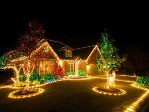 RMS_brettdebbie10357281-exterior-christmas-lights_s4x3_lg