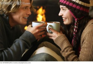 young_couple_drinking_hot_chocolate_42-18750598-300x208